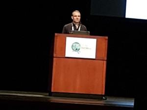 Dr. Robert Paxton, em sua palestra sobre o vírus das asas deformadas