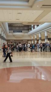 Público em um dos halls no ICE 2016